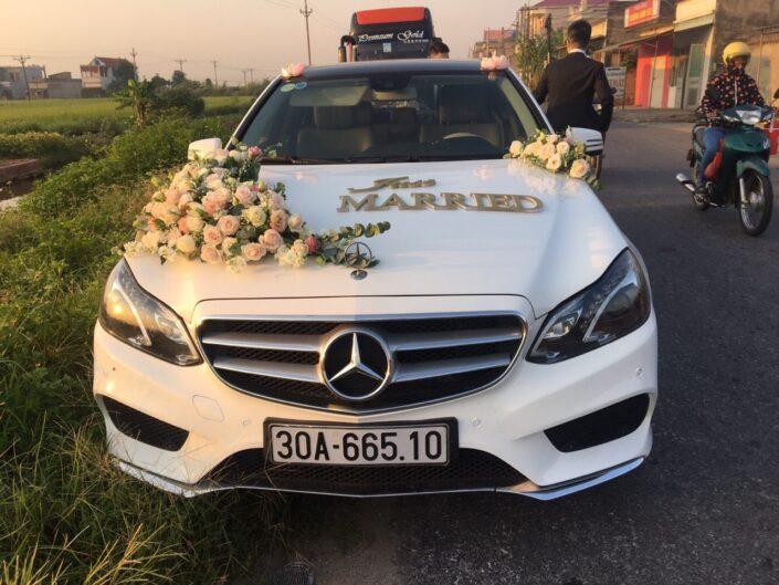 2500 3 705x529 - Hoa xe cưới