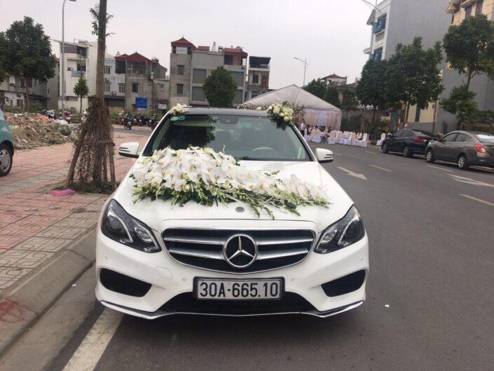 H 05 2600 705x529 - Hoa xe cưới